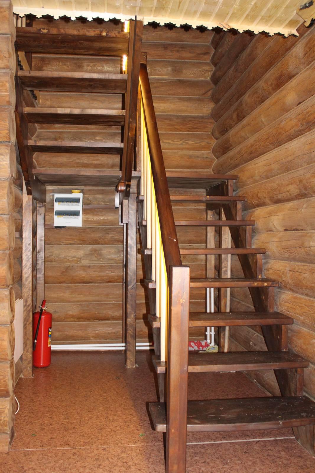 Посоветуйте, как лучше сделать лестницу на второй 94